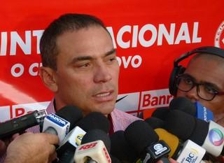 Clemer concede entrevista coletiva no Inter (Foto: Guilherme Araujo/TXT Assessoria)