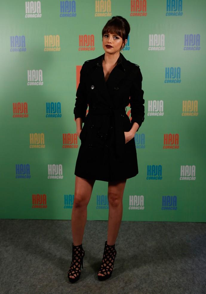Agatha Moreira usou um trench coat como vestido (Foto: Ellen Soares / Gshow)