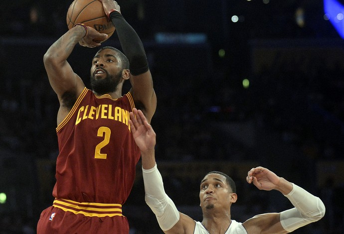 Kyrie Irving brilhou na vitória do Cleveland Cavaliers sobre o Los Angeles Lakers (Foto: Reuters/Gary A. Vasquez-USA TODAY Sports)