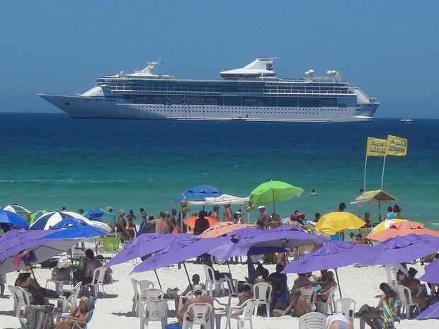 Chegada de navios a Cabo Frio movimenta o setor econômico da cidade (Foto: Divulgação)