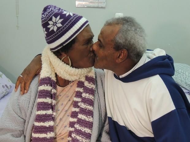 Inácio afirma que amor por Rosária foi à primeira vista, logo que chegou em abrigo de Mogi das Cruzes (Foto: Carolina Paes/G1)