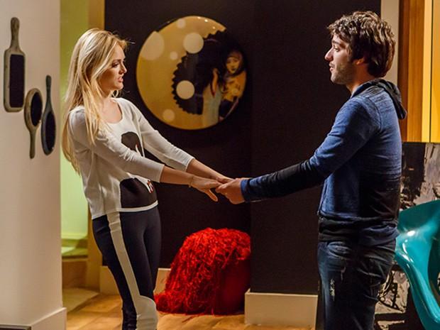 Davi diz que não pode viajar e Megan fica irritada (Foto: Artur Meninea/TV Globo)