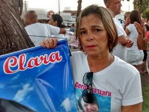 Estava na caminhada a mãe de Germana Clara, que foi assassinada na frente dos filhos em João Pessoa (Foto: Felipe Ramos/G1)