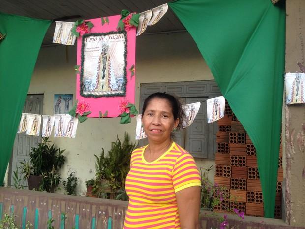 Raimunda de Souza é devota de nossa senhora de Nazaré há mais de 10 anos  (Foto: Aline Paiva/G1)
