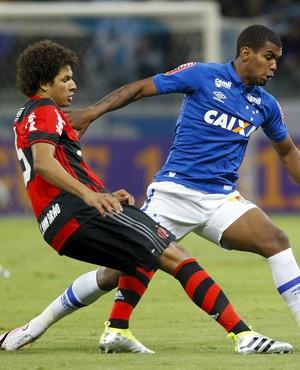 Willian Arão; Alex; Cruzeiro x Flamengo (Foto: Washington Alves/Light Press)