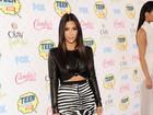 Estampa de zebra realça curvas de Kim Kardashian