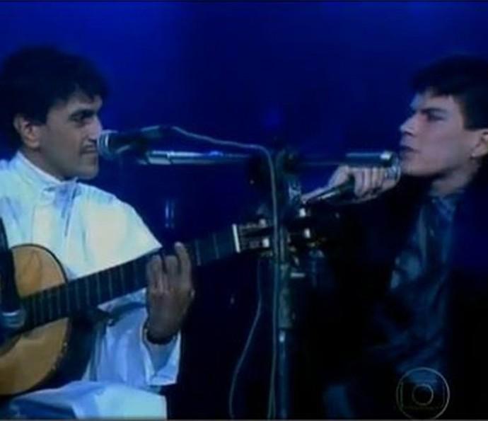 Caetano Veloso e Paulo Ricardo cantam 'London, London' (Foto: TV Globo)