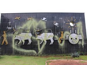 Monumento de Campo Grande foi alvo de vandalismo (Foto: Adriel Mattos/G1 MS)