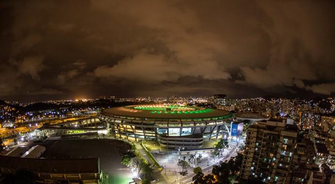 Maracanã iluminado verde e amarelo 100 dias para as olimpíadas (Foto: Roberto Rangel/Comitê Rio 2016)