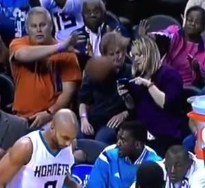 frame Bolada na cara NBA Basquete (Foto: Reprodução / Youtube)