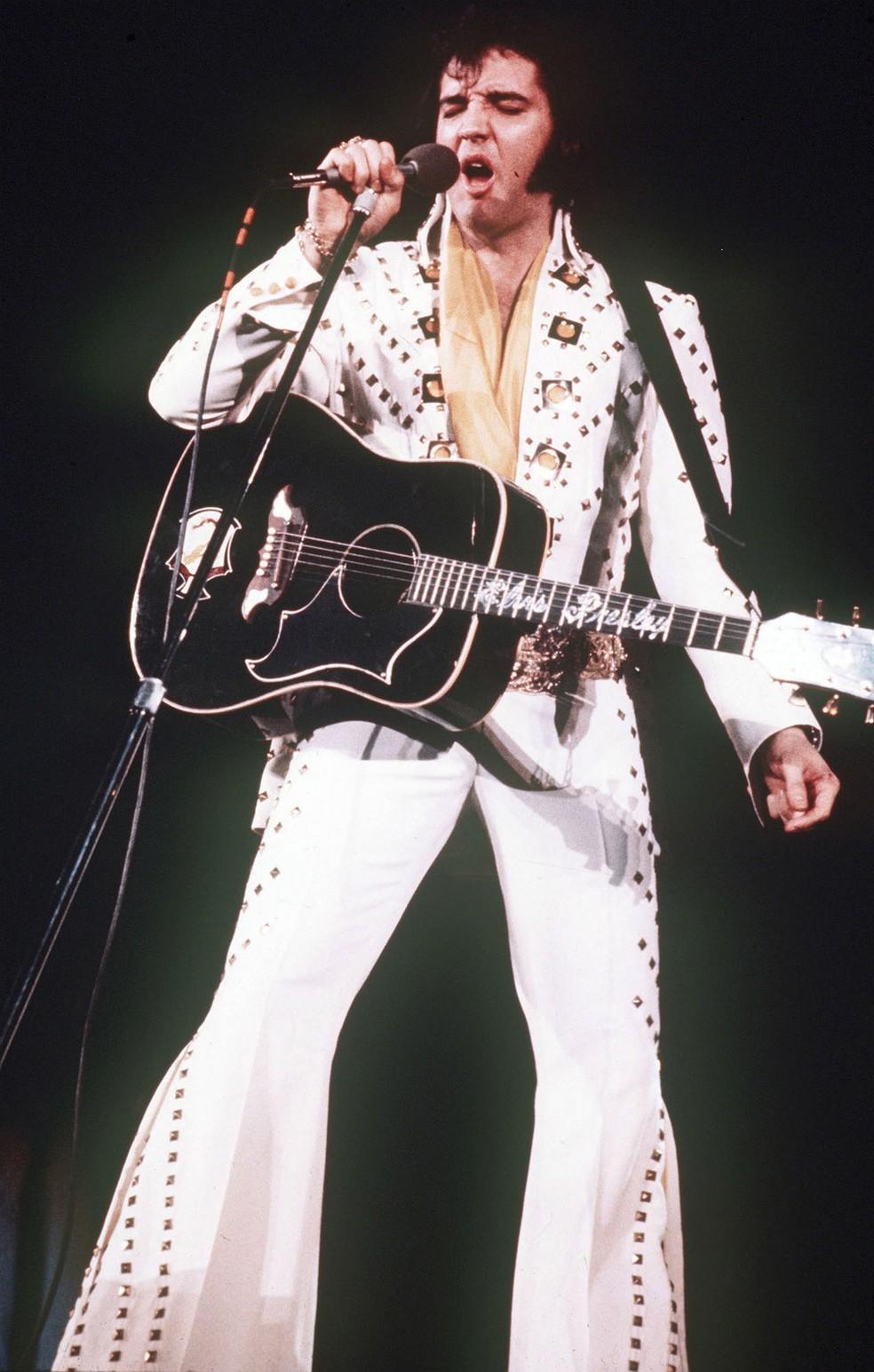 O roqueiro Elvis Presley (Foto: AP Arquivo)