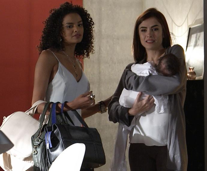 Margot tem surpresa ao chegar em casa (Foto: TV Globo)