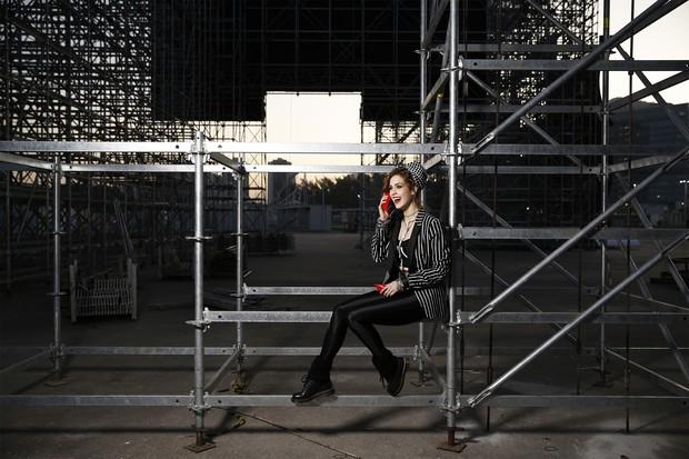 Sophia Abrahão posa para ensaio de moda do EGO na Cidade do Rock, onde vai acontecer o Rock in Rio 2015 no Rio de Janeiro (Foto: Marcos Serra Lima/Ego)