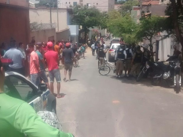 Suspeitos foram presos após uma denúncia (Foto: Max Andrade/Inter TV)