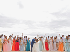 Yanna Lavigne e Bruno Gissoni posam juntos em casamento de amigos