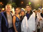 Glória Pires desfila com a família na Portela, no Rio