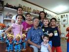 'Batismo do barro' une gerações em família de artesãos de Caruaru, PE