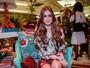 Marina Ruy Barbosa usa look comportado em inauguração de loja
