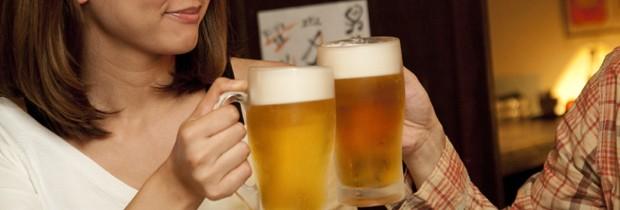 Quase sempre você consome mais cerveja para sentir o mesmo efeito de outros drinques, ou seja, mais calorias. (Foto: Think Stock)