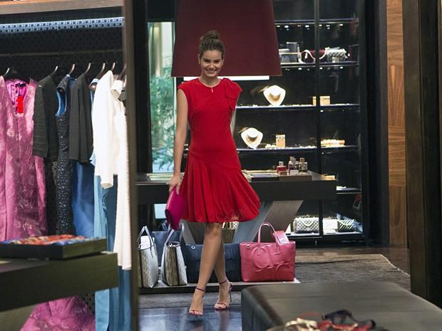 Vestido vermelho mostra todo o lado mulherão da modelo (Foto: Felipe Monteiro/ Gshow)
