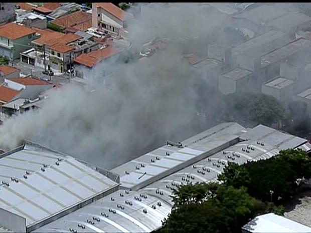 Incêndio na Penha, Zona Leste (Foto: Reprodução/Globonews)