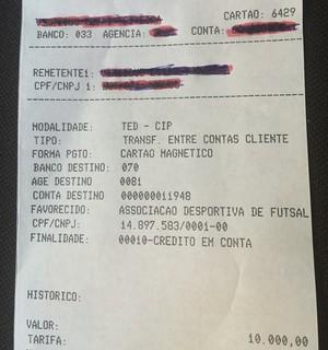 Doação futsal masculino para o futsal feminino (Foto: Reprodução / Instagram)