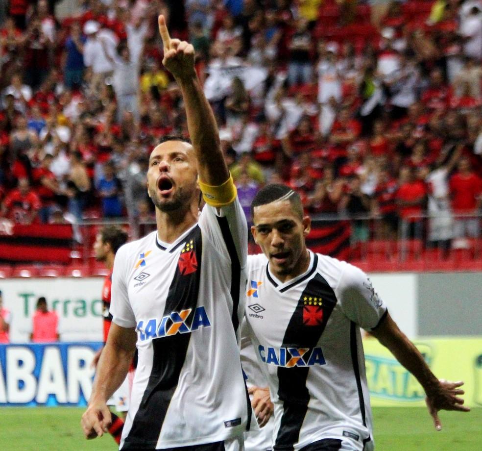 Nenê celebra gol em clássico Vasco x Flamengo (Foto: Nelson Costa/Vasco.com.br)