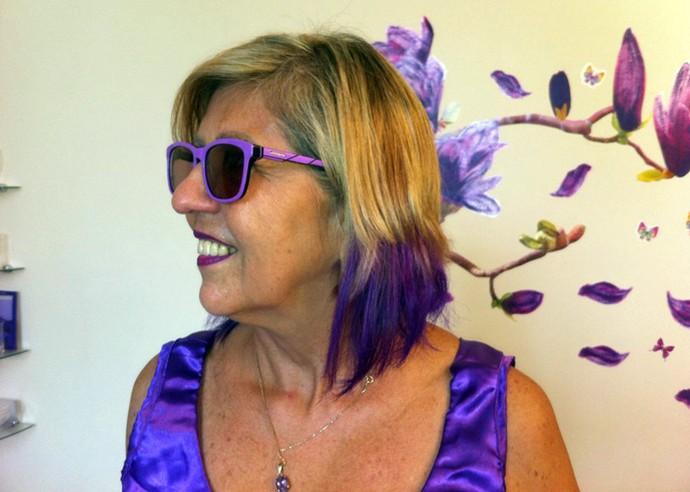 Funcionária pública Dulcinéa Machado veste, vive e ama a cor roxa (Foto: Gshow/Rede Clube)