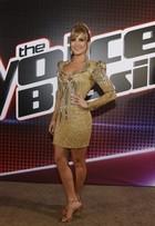 Claudia Leitte usou vestido dourado de dois quilos no 'The voice Brasil'