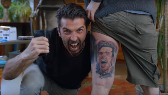 """buffon faz surpresa para fã que tatuou seu rosto: """"nem minha família"""