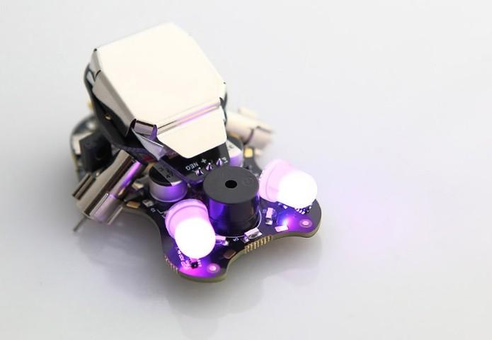 Robô Wink é baseado em Arduino ajuda a entender linguagens de programação (Foto: Divulgação/Plumgeek)