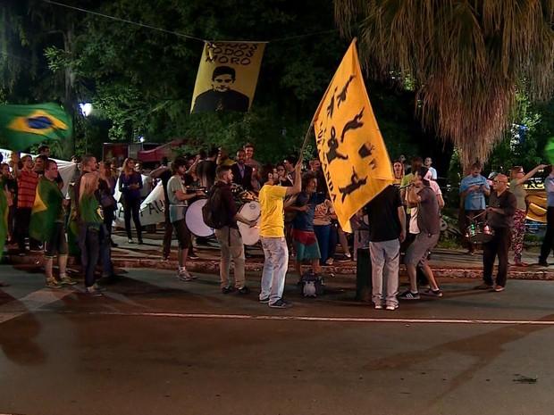 Protesto contra Governo Federal no Parcão, Porto Alegre (Foto: Reprodução/RBS TV)