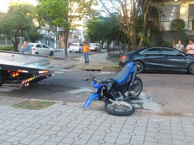 Colisão ocorreu no cruzamento das avenidas Bagé com Guaporé (Foto: Gildo Bueno de Melo/Divulgação)