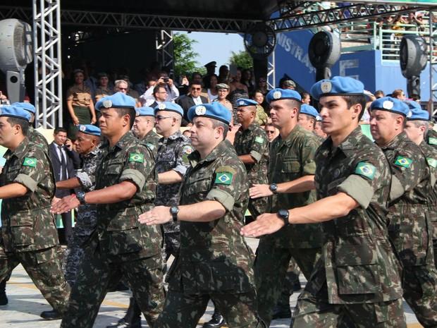 Dois mil militares do Exército desfilaram (Foto: Suelen Gonçalves/ G1 AM)