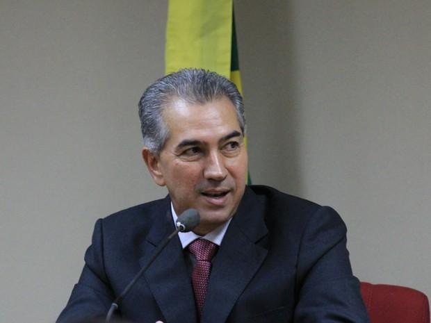 Reinaldo Azambuja durante coletiva de imprensa (Foto: Lucas Lourenço/ G1 MS)