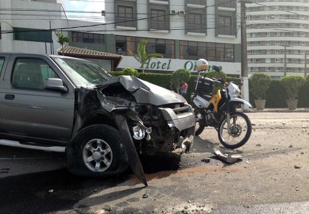 Motorista disse aos policiais rodoviários que passou mal e perdeu o controle da caminhonete (Foto: Wild Nascimento)