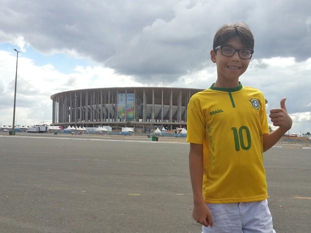 Brasiliense Alex Xavier, de 10 anos, que tem paralisia cerebral e é apaixonado por futebol (Foto: Raquel Morais/G1)