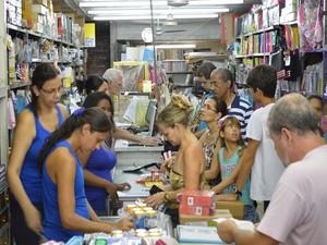 Compra de material escolar volta às aulas papelaria Barra Mansa (Foto: Chrystine Mello/Prefeitura Barra Mansa)