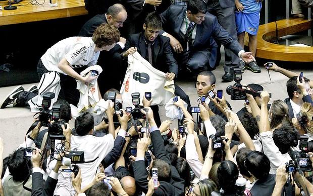 neymar sessão câmara dos deputados homenagem 100 anos santos (Foto: Agência Reuters)