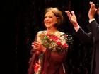 No dia do aniversário de Betty Faria, famosos prestigiam peça com a atriz