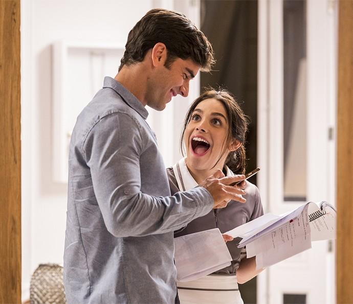 O que será o Pitombo contou para a Sabrina enquanto esses passam o texto, hein! (Foto: Ellen Soares/Gshow)