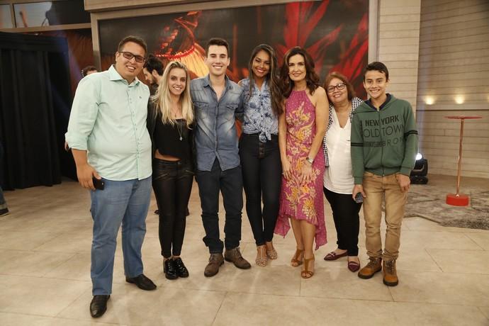 Fátima com convidados do programa  (Foto: Raphael Dias/Gshow)