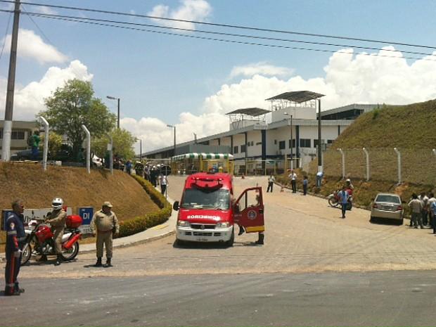 Explosão foi ouvida por trabalhadores de empresas vizinhas (Foto: Adneison Severiano/G1 AM)