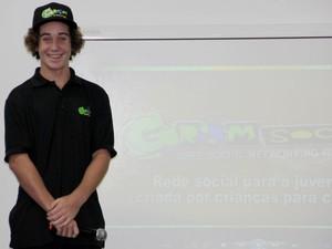 Zach Marks, criador da Grom Social, apresentou a rede social para alunos de Mogi das Cruzes (Foto: Jamile Santana/Divulgação Colégio Brasilis)