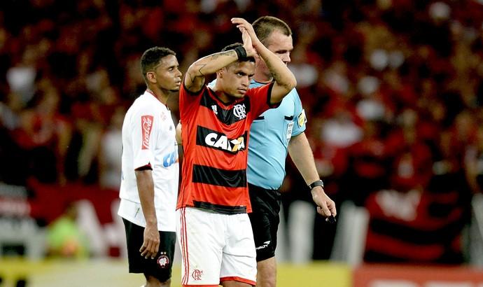Carlos Eduardo substituído jogo Flamengo e Atlético-PR final Copa do Brasil (Foto: André Durão / Globoesporte.com)