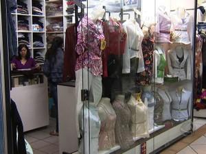 Mudanças repentinas de temperatura causam transtornos para comerciantes (Foto: Reprodução/TV Morena)