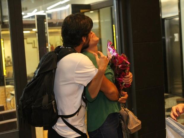 Deborah Secco e o marido, Hugo Moura, em peça na Zona Sul do Rio (Foto: Daniel Delmiro/ Ag. News)