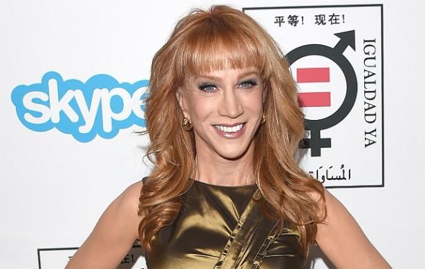 A comediante Kathy Griffin, que está com 54 anos, quase morreu durante uma cirurgia de lipoescultura. (Foto: Getty Images)
