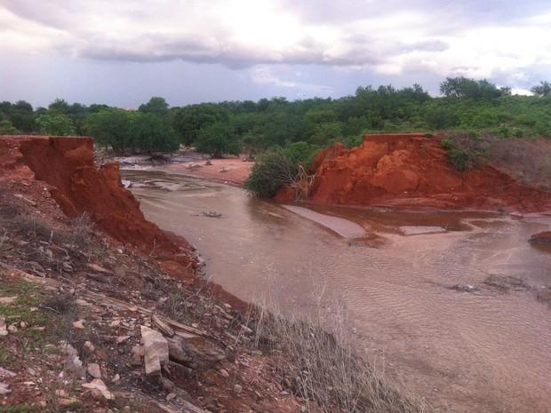 Barragem se romperam em várias localidades da zona rural (Foto: Alonso Gomes/Arquivo Pessoal)