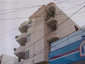 Prédio homem cai de 10 metros de altura Cruz Alta (Foto: Reprodução/RBS TV)